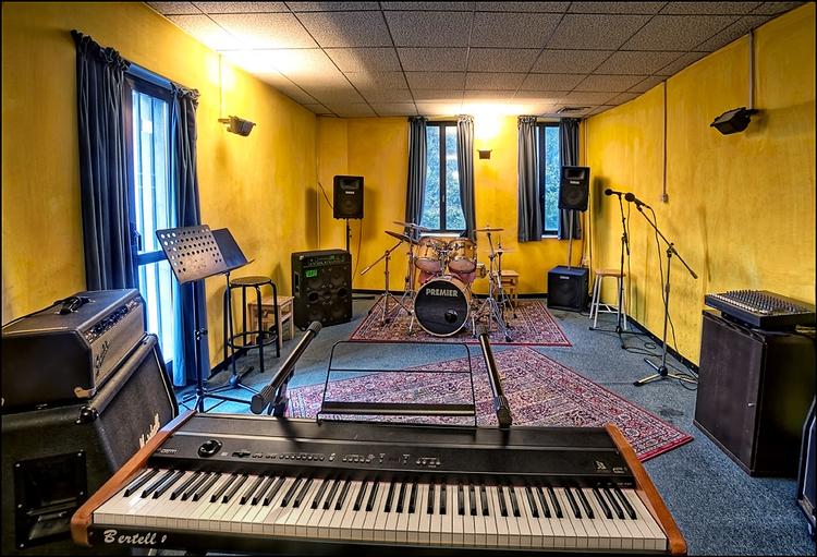 Dolmen studio sala prove studio di registrazione scuola di musica a sesto san giovanni - Studio di registrazione in casa ...